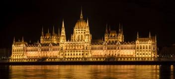 Construção húngara na noite, Budapest do parlamento, Hungria fotografia de stock