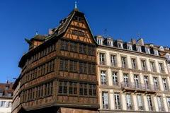 Construção histórica de Maison Kammerzell no lugar Du março em Strasbourg Alsácia, France Foto de Stock