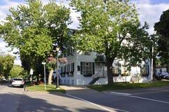 Construção histórica do hotel da baixa do Niagara-em--lago na província de Ontário Foto de Stock Royalty Free