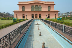 Construção histórica do museu do mausoléu de Bibipari no forte de Lalbagh, Dhaka, Bangladesh imagens de stock royalty free