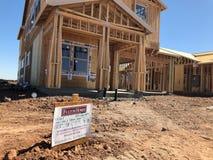 Construção home nova que quadro no sudoeste Imagem de Stock Royalty Free
