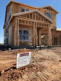 Construção home nova que quadro no sudoeste Fotos de Stock Royalty Free