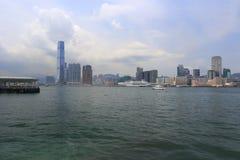A construção icc no porto de Hong Kong Fotos de Stock Royalty Free