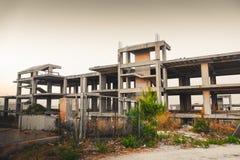 Construção ilegal em Itália - exemplo do architectur italiano do abuso foto de stock royalty free