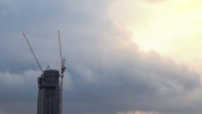 Construção inacabado com o de trás nebuloso maciço Fotografia de Stock Royalty Free