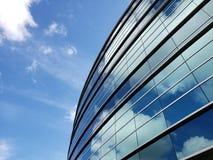 Construção incorporada com céus claros fotografia de stock