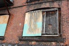 Construção industrial abandonada velha da fábrica do tijolo foto de stock