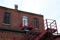 Construção industrial abandonada velha da fábrica do tijolo fotografia de stock