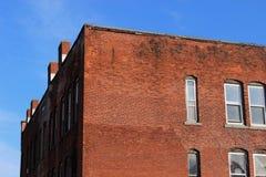 Construção industrial abandonada velha da fábrica do tijolo imagem de stock royalty free