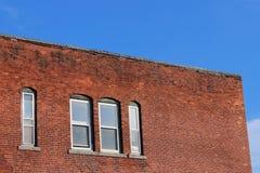 Construção industrial abandonada velha da fábrica do tijolo imagens de stock