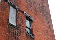 Construção industrial abandonada velha da fábrica do tijolo foto de stock royalty free
