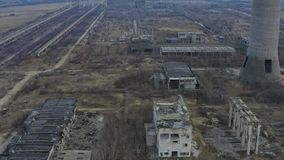 Construção industrial arruinada abandonada da fábrica, filme