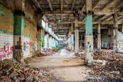 Construção industrial arruinada da altura Fotos de Stock Royalty Free