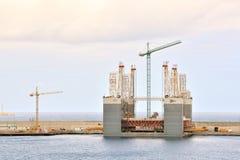 Construção industrial editorial no porto imagens de stock royalty free