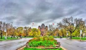 Construção legislativa de Ontário no parque do ` s da rainha em Toronto, Canadá Fotografia de Stock