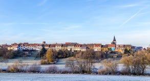 A construção medieval velha da parede da cidade da metade timbred casas em Idstein Fotografia de Stock