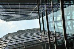 Construção moderna com efeito do espelho Foto de Stock