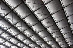 Construção moderna do telhado Cores cinzentas e brancas pretas das janelas Fotos de Stock Royalty Free