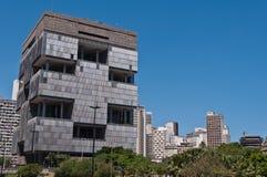 Construção moderna enorme da arquitetura dos anos 70 Imagens de Stock