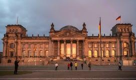 Construção na noite, Berlim de Reichstag, Alemanha Imagens de Stock Royalty Free
