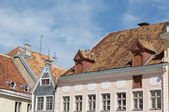 Construção na praça da cidade do ` s de Tallinn fotos de stock royalty free