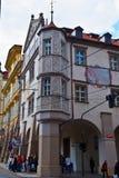 Construção na rua Praga, República Checa imagem de stock