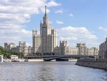 Construção na terraplenagem de Kotelnicheskaya Imagens de Stock Royalty Free
