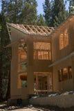 Construção parada em uma casa imagens de stock royalty free