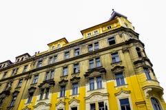 Construção parcialmente amarela Imagens de Stock