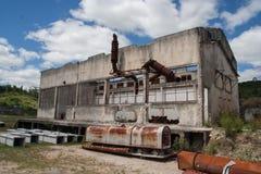 Construção principal abandonada da mina da dolomite fotos de stock royalty free
