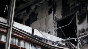 Construção queimada do sindicato na rua de Khreshchatyk em Kiev, Ucrânia video estoque
