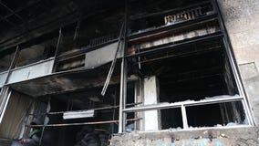 Construção queimada do sindicato na rua de Khreshchatyk em Kiev, Ucrânia filme