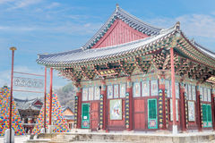 Construção religiosa no templo budista Songgwangsa, Coreia do Sul 12 de abril de 2017 perto do aniversário de Budda Foto de Stock Royalty Free