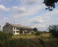 Construção residencial abandonada Fotos de Stock