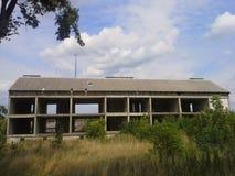 Construção residencial abandonada Fotos de Stock Royalty Free