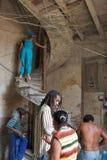 Construção residencial velha em Havana velho, Cuba Imagens de Stock