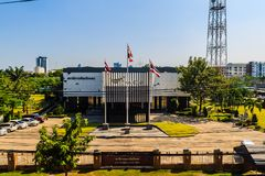 Construção satélite do centro de controle de Thaicom, situada em Nonthaburi Thaicom é o nome de uma série de ope dos satélites de fotos de stock royalty free