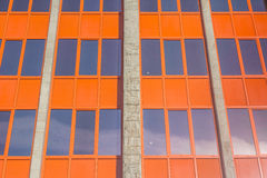 Construção urbana matizada das janelas Imagens de Stock Royalty Free
