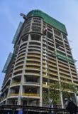 Construção urbana moderna sob a construção fotografia de stock royalty free