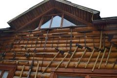 A construção utiliza ferramentas o beon do areto a parede da casa imagens de stock royalty free
