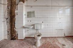 Construção velha, abandonada e esquecida fotografia de stock royalty free