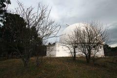 Construção velha do telescópio pequeno na Crimeia no outono Fotografia de Stock Royalty Free