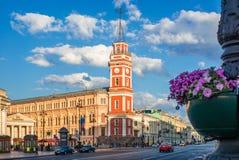 Construção vermelha da duma da cidade em St Petersburg Foto de Stock Royalty Free