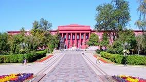 Construção vermelha de Taras Shevchenko National University de Kyiv aka KNU em Kiev, Ucrânia, vídeos de arquivo