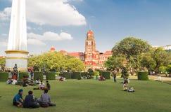 A construção vermelha do palácio do tribunal federal de Yangon, Myanmar fotografia de stock royalty free