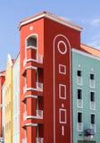 Construção vermelha e verde do recurso em Curaçau fotos de stock royalty free