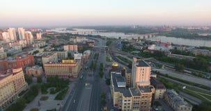 Construções aéreas da opinião da arquitetura da cidade do centro em Novosibirsk vídeos de arquivo
