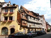Construções antigas no centro histórico de Colmar bonito, Alsácia fotografia de stock