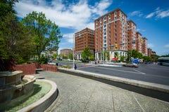 Construções ao longo de Charles Street em Charles Village, Baltimore, miliampère imagens de stock