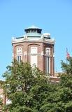 Construções arquitetónicas no céu azul Foto de Stock Royalty Free